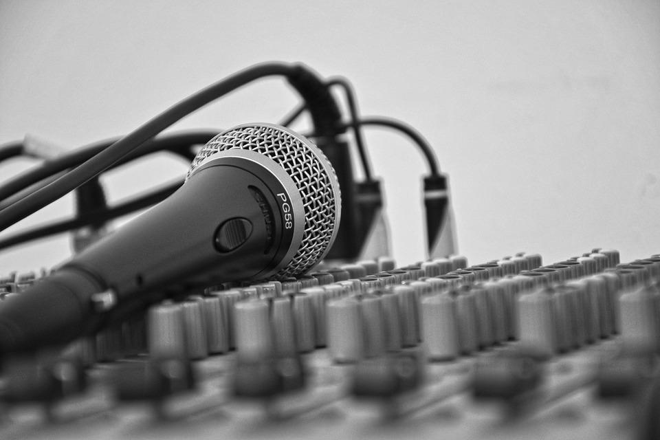 料金保証付き!!音声のノイズ除去をします mix師さんに頼む前、ナレーションでノイズが気になる方に!