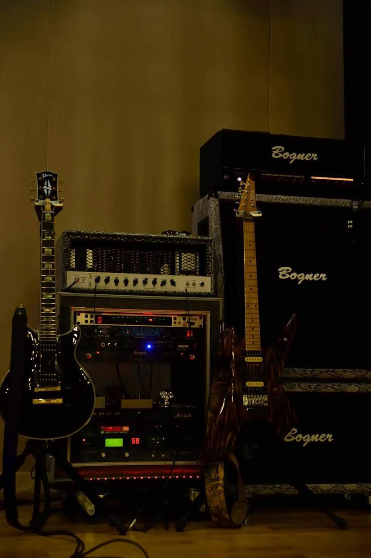 ギターレッスンや作曲やコード起こしなどできます 専門的な知識でサポートします。教え方に自信があります。
