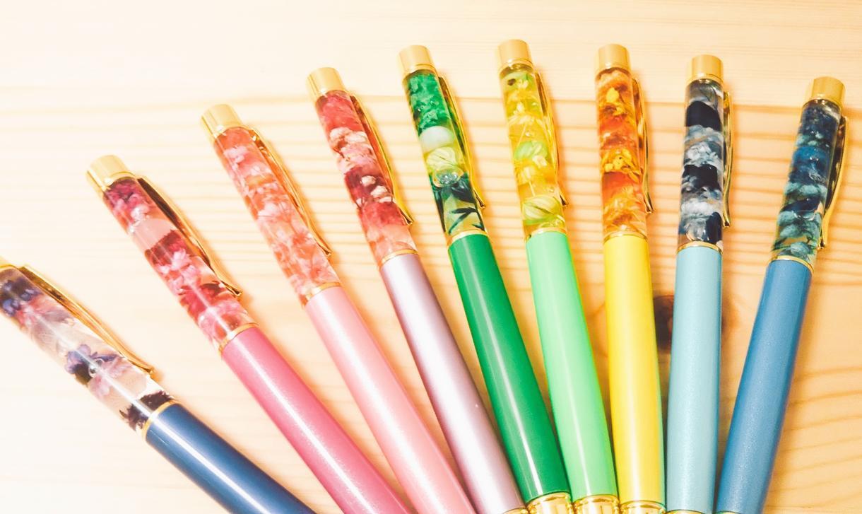 世界に一つだけのボールペンを作ります ドライフラワーなどを組みあわせたあなた専用ボールペン