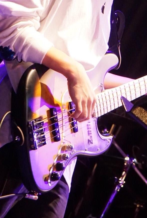 多ジャンルor歌を支えるベースを弾きます ボーカルの邪魔をせずしっかりと楽曲を支えるベースを弾きます