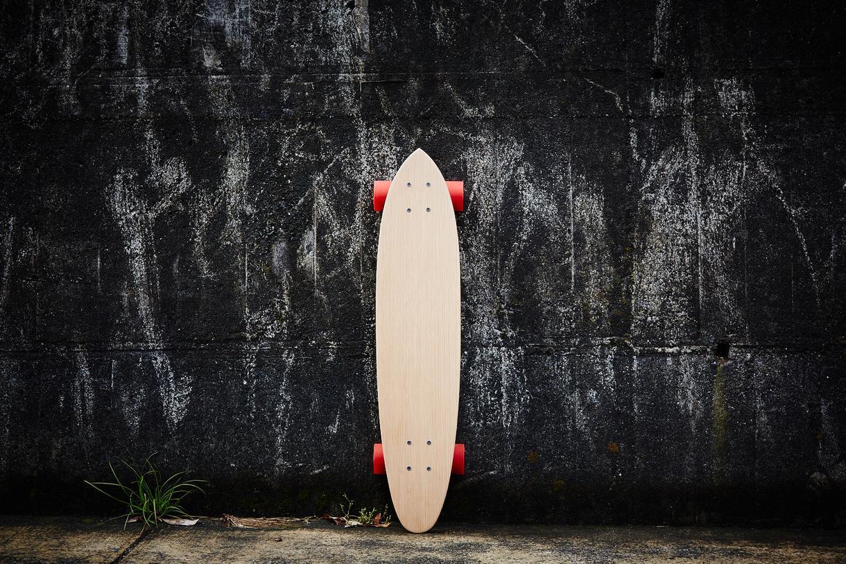 無垢板オリジナルスケートボード削ります 完全手作り世界で1本のスケートボード