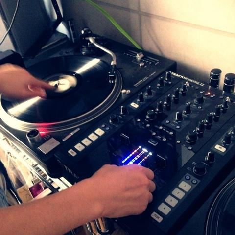 MixCD作ります あなたのお気に入りの曲でDJしてMixCD作ります。