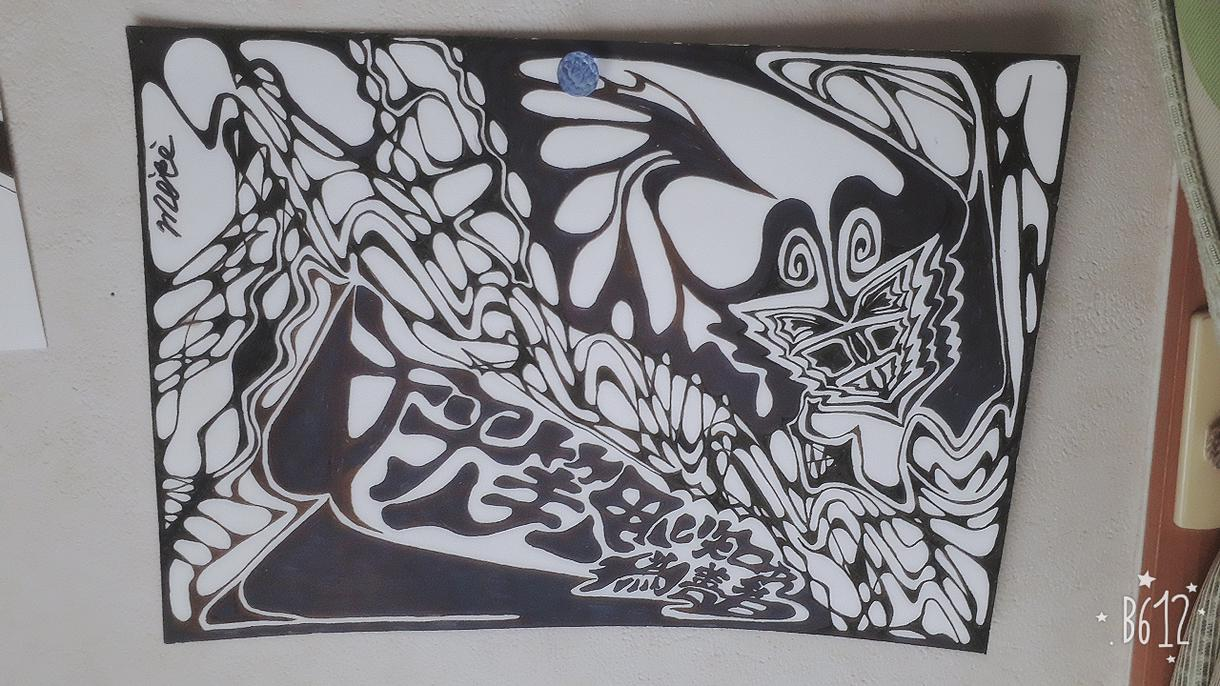 高校生です。基本白黒でデザインや背景画など描きます 名刺のワンポイントやしおりのデザイン、POPなどに。
