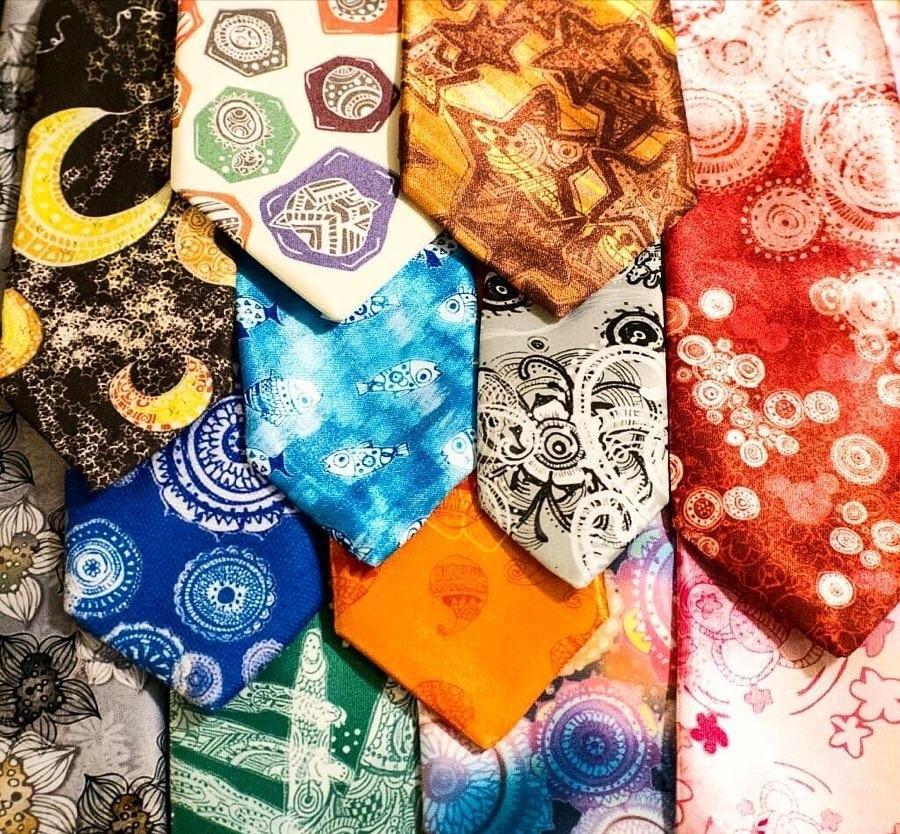 一点物のネクタイを作製します オリジナルのネクタイを生地のデザインから承ります。