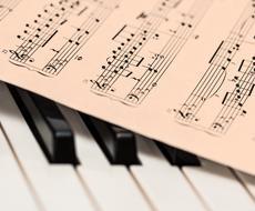 キーボード・ピアノなどの耳コピ・譜面作成いたします 弾きたい曲の楽譜がない方へ。アレンジ、ギター・ベースもOK!