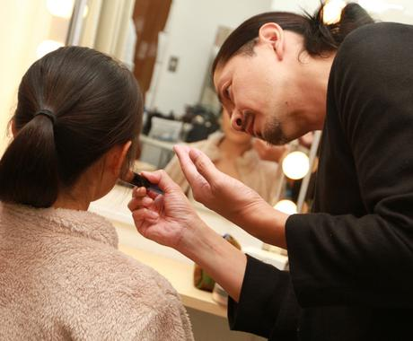 メイクの『プロ』が美容テクニックをアドバイスします 複数ブランド活躍の現役プロアーティストによるメイクレッスン イメージ1