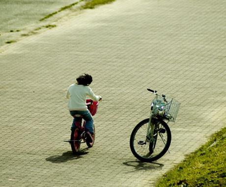 発達障害(自閉症スペクトラム)は対人関係や仕事に不安がありストレスを受けやすく伴走する人が必要です。 イメージ1