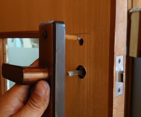 ドアの修理、ビデオチャットで遠隔サポートします 便利屋さん遠隔サポート ⑤ドアの修理(ビデオチャット) イメージ1