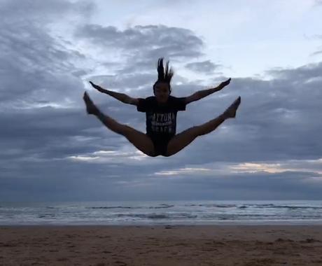 柔軟性を向上します 国内外で経験のあるダンサーがあなたのストレッチを手助けします イメージ1