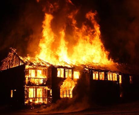 来年の火災保険値上げへの対策についてお教えします 築年数の浅い方は値下げの可能性も? 築15年超は要注意! イメージ1