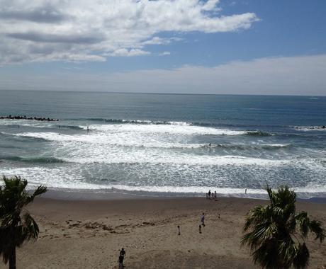 サーフィンをやってみたいと思っている方、何歳からでも大丈夫。サーフィンの始め方をお教えします。 イメージ1