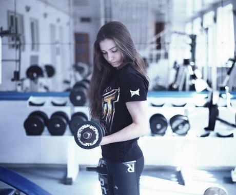 二の腕を引き締めるトレーニングメニューをお渡します 一人でできる!自宅でできる!振り袖に効く、簡単トレーニング イメージ1